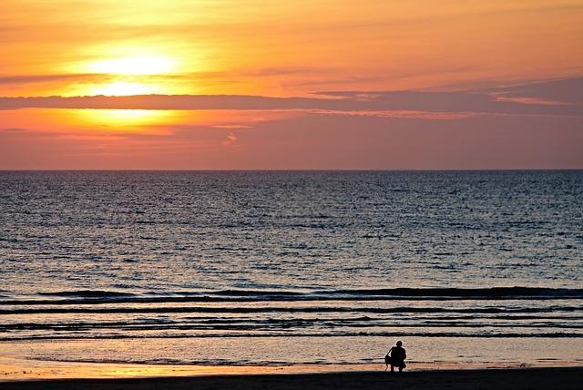 beach-2979701_640
